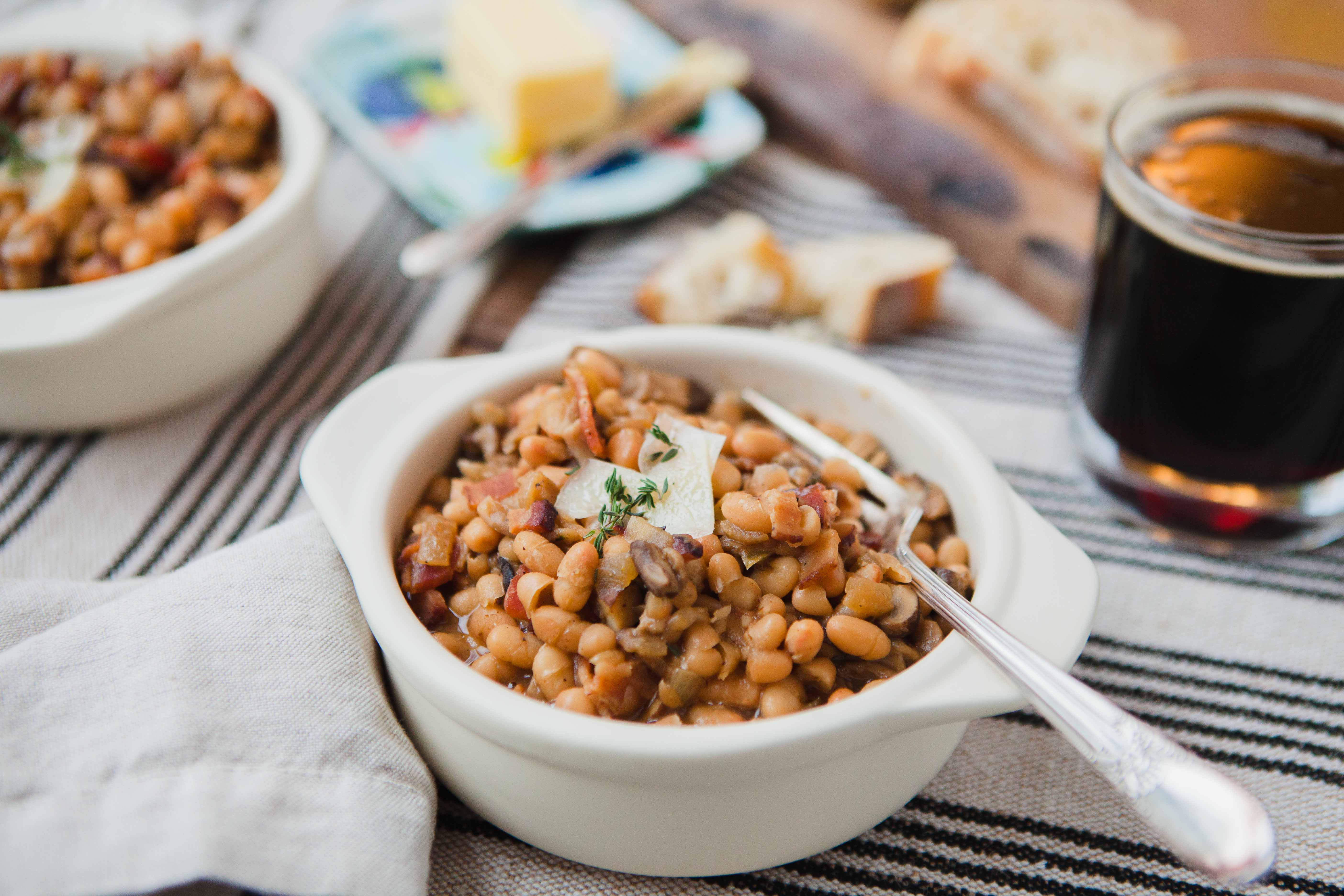 Canadian Bean-otto is a quick and easy one pot meal featuring beans, beer, cheese and mushrooms!