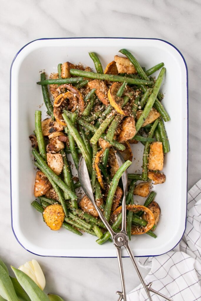 This Green Beans and Halloumi Salad with Roasted Lemons and Shallots has crisp and crunchy green beans with salty Halloumi cheese and flavours bursts from roasted lemon and shallots. #greenbeans #salad