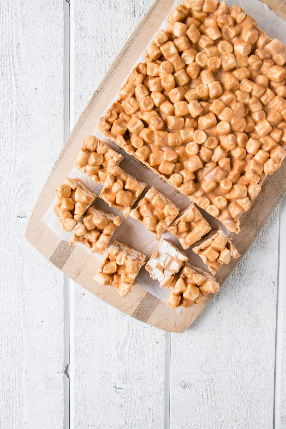 Butterscotch Peanut Butter Marshmallow Squares are a quick and easy no-bake festive treat! #christmasbaking #nobake #funfettisquares