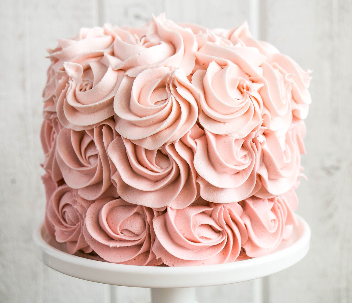 Tips on how to make an Ombré Rosette Cake (easily!). #cake #cakedecorating