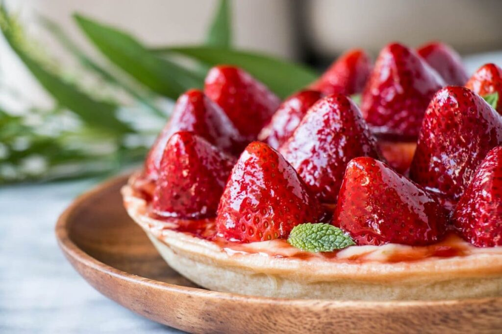 Strawberry Tart | My Kitchen Love. An easy dessert thanks to store-bought pie crust. #pie #dessert