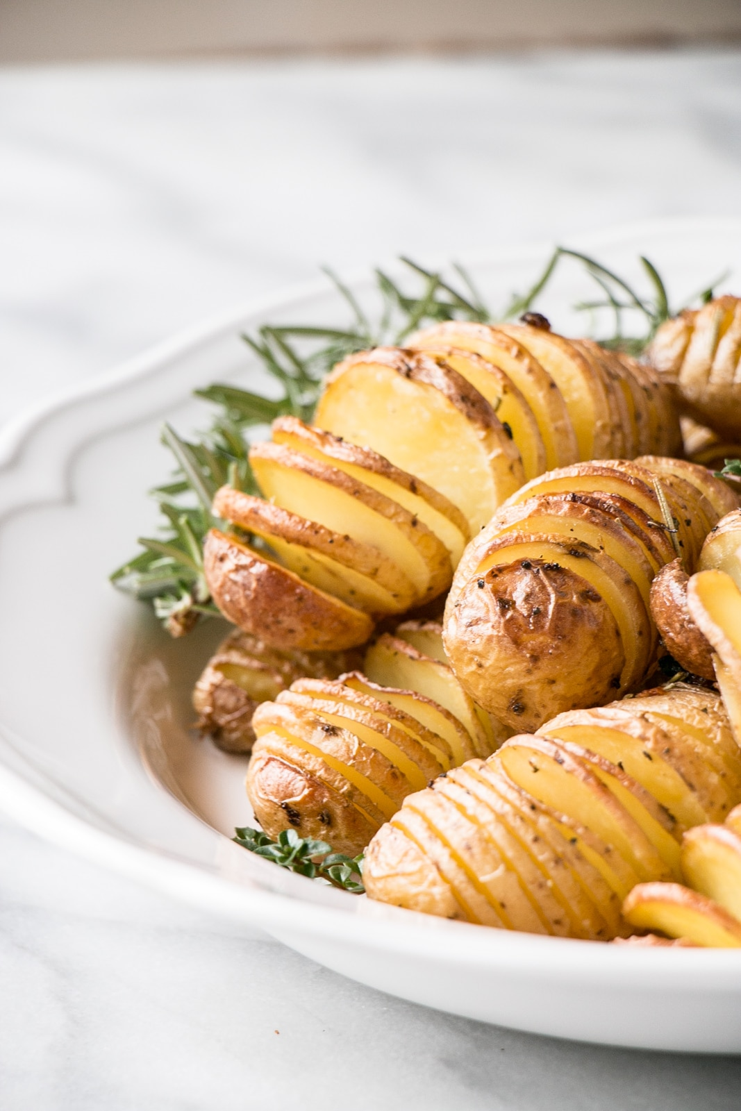 Mini means crispier and more flavour in every slice of these Herbed Hasselback Potatoes! #potatoes