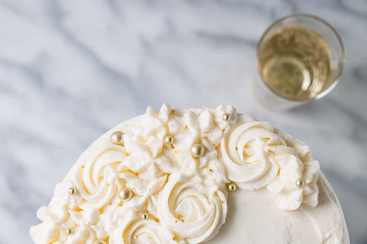 This Champagne Vanilla Bean Layer Cake is perfect to celebrate the holidays or any birthday! #cake #birthday #champagne