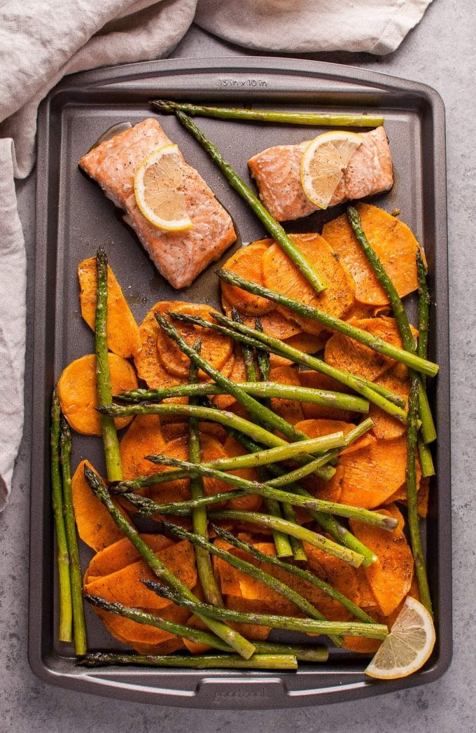 20 Sheet Pan Dinners Your Kids Will Actually Eat. Chicken, Potato and Broccoli 3 ways. #sheetpan #quick #dinner #salmon