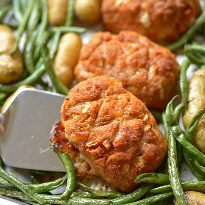 20 Sheet Pan Dinners Your Kids Will Actually Eat. Chicken, Potato and Broccoli 3 ways. #sheetpan #quick #dinner #meatloaf