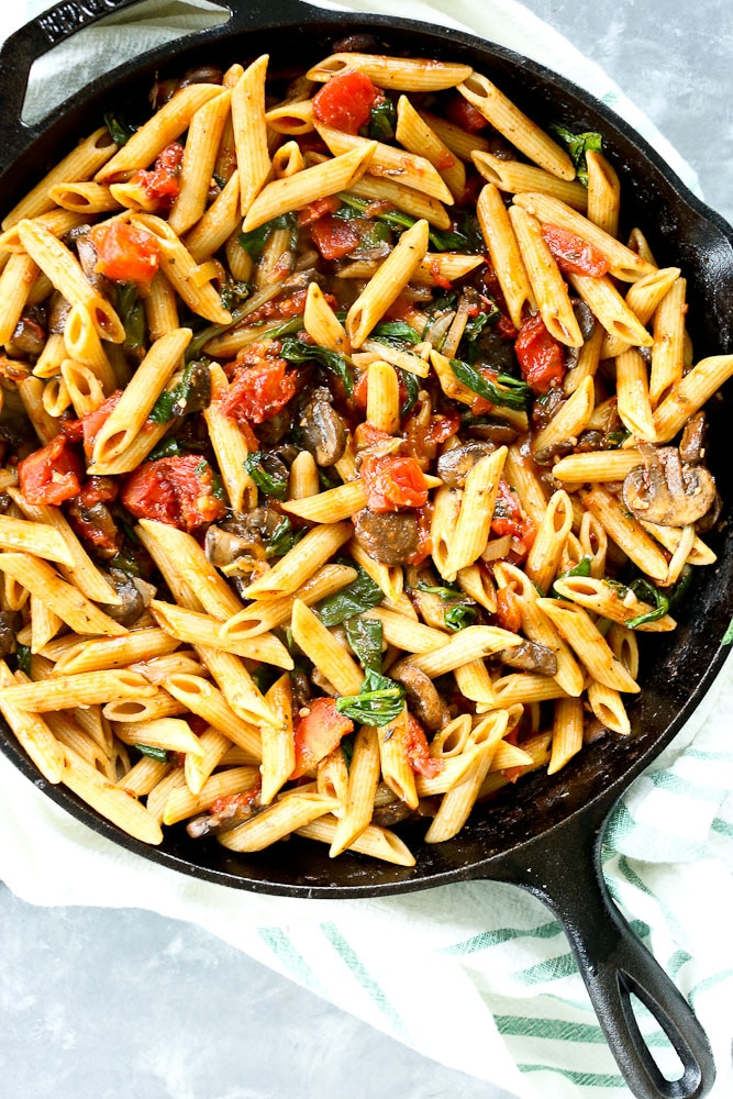 One Pan Whole Wheat Penne with Spinach and Tomtatoes