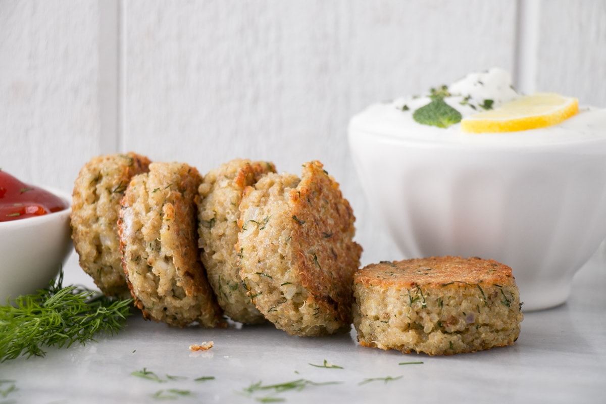 Quinoa Patties with yogurt dip