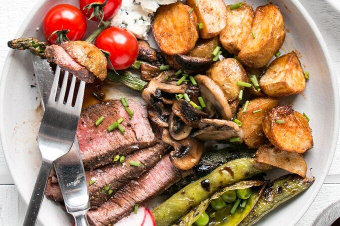 Grilled Steak Salad for over 80 grilling recipes.