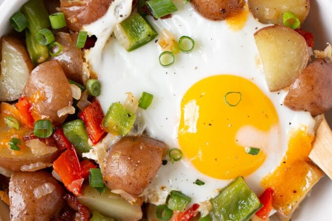 Easy Breakfast Skillet with red little potatoes, bell peppers and a soft fried egg.